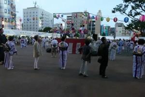 P1000433盆踊りの様子(400×266)