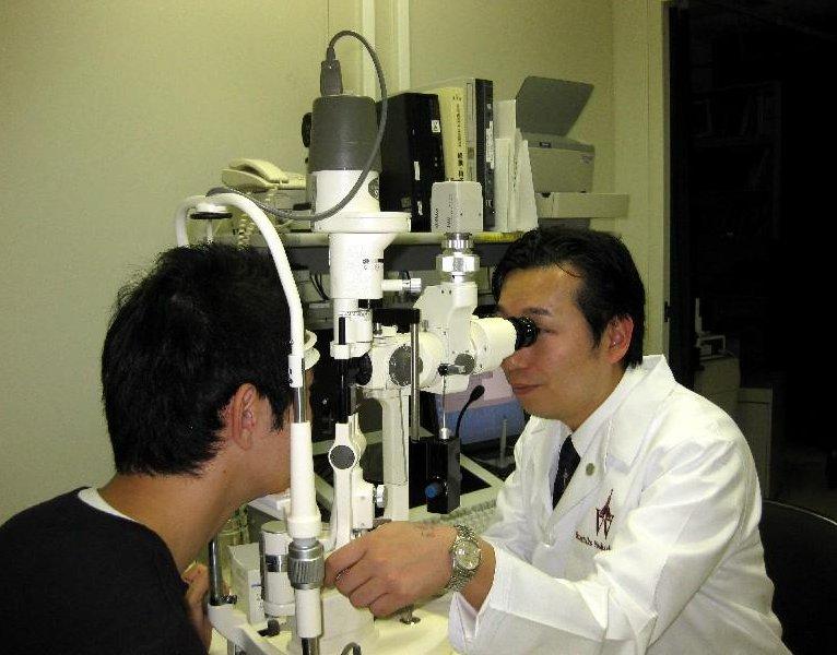眼科医として勤務